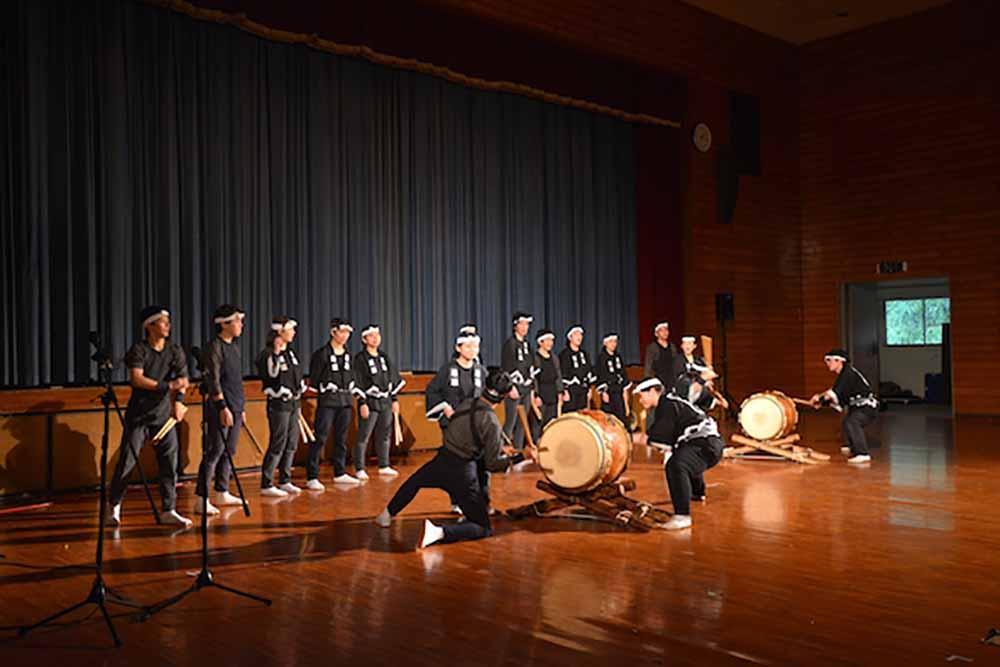 神着太鼓 。 郷土芸能部、 民族舞踊部、 中国舞踊部の公演もありました。