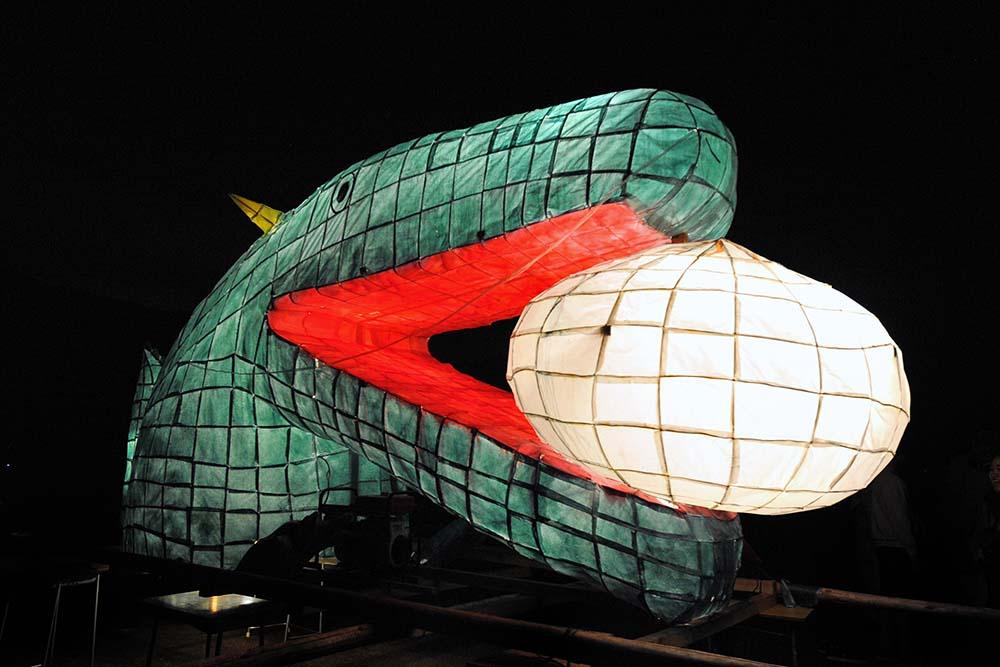 高校2年生のねぶた。学年企画の中華街にちなんで、「龍と肉まん」