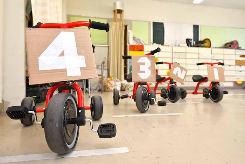 三輪車。教員対抗三輪車レースも行われたらしいですよ!